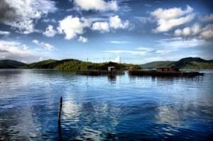 390_Laut_biru_yang_tenang_menyambut_kedatangan_di_Pulau_Matak